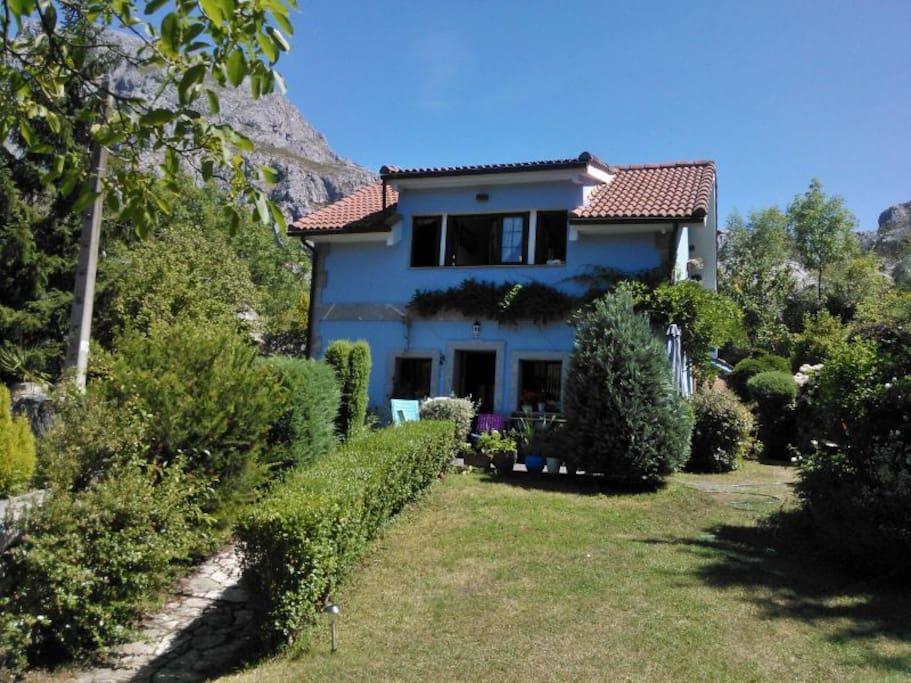 Casa rural con precioso jard n casas en alquiler en for Casa jardin asturias