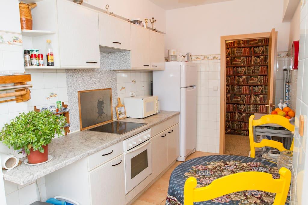 Кухня полностью оборудована.