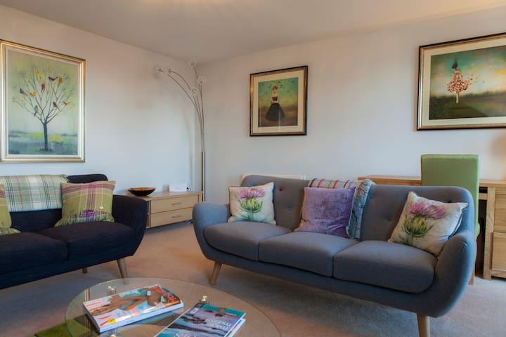 Beautiful 3-bed Apartment in Private Park Setting - Edinburgh - Lejlighed