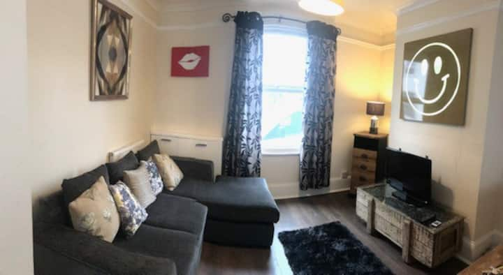 Victorian terraced house 8 mins from town centre