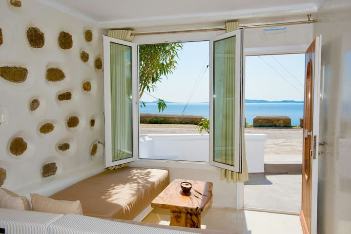Brandnew luxury suite 1klm from the  port - mykonos  - House