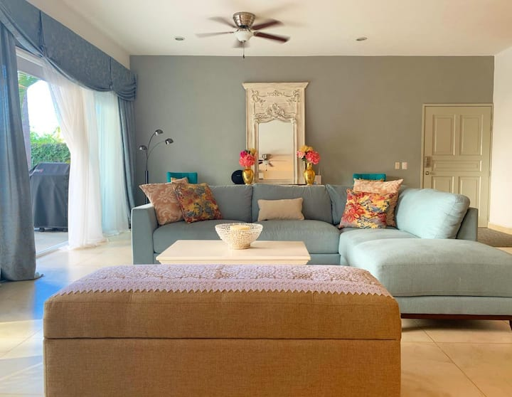 Come relax at our radiant, 1 bedroom Casa Mia!