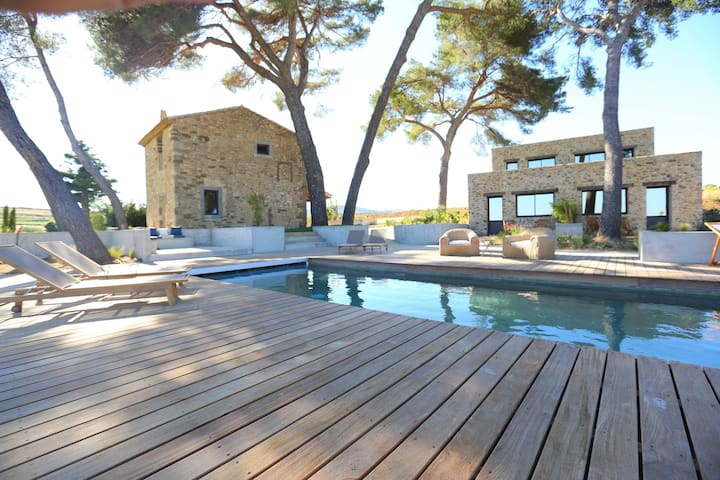 Beautiful, luxury holiday on wine estate with pool in southern France