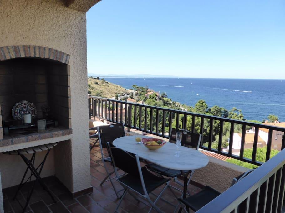 appartement vue mer terrasse piscine garage flats for rent in collioure languedoc. Black Bedroom Furniture Sets. Home Design Ideas