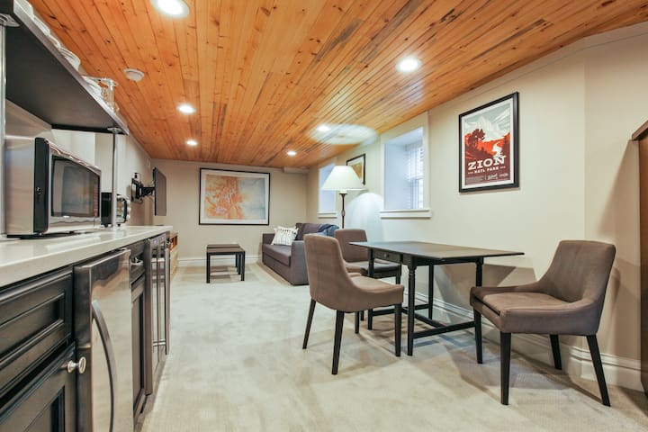 ★Gorgeous In-Law Suite★2 Blocks to Cheesman Park★