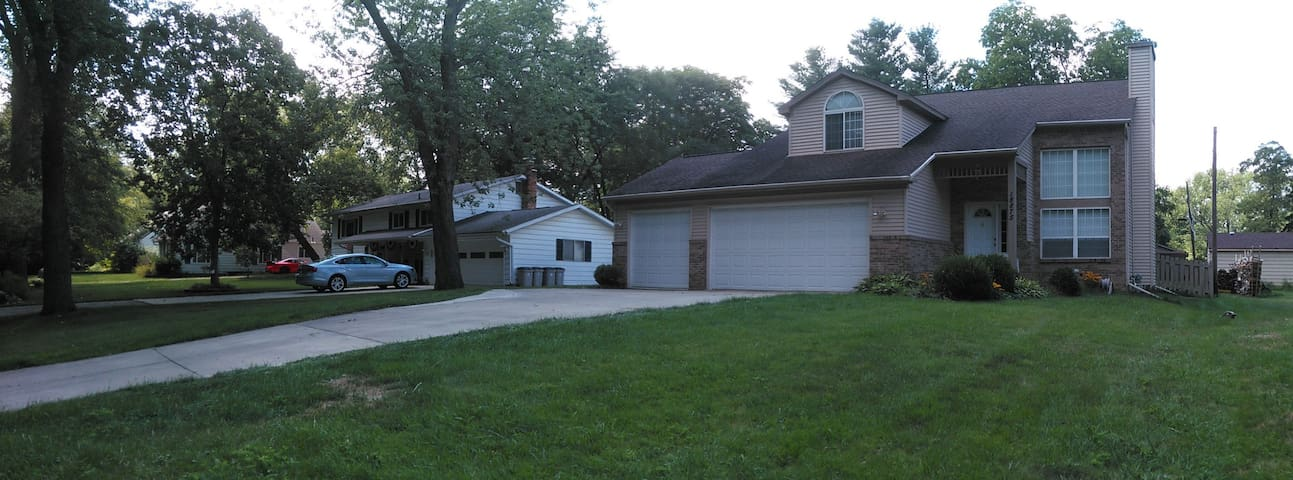 Professional Travelers Place Rm B2 - Livonia - House