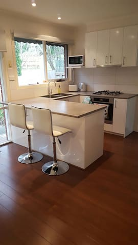 Clean, modern and quiet home - Heathmont - House