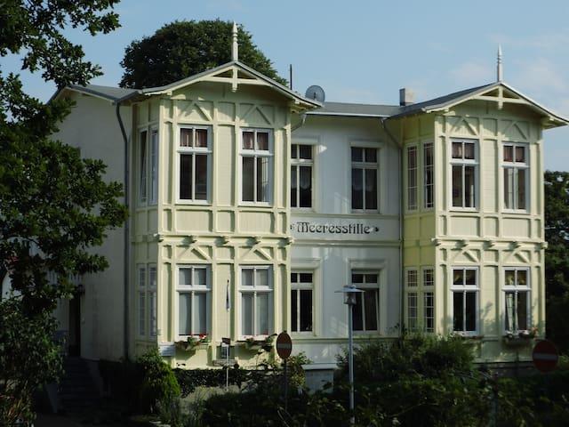 Schöne Wohnung in Villa nahe Strand - Ostseebad Heringsdorf - Leilighet
