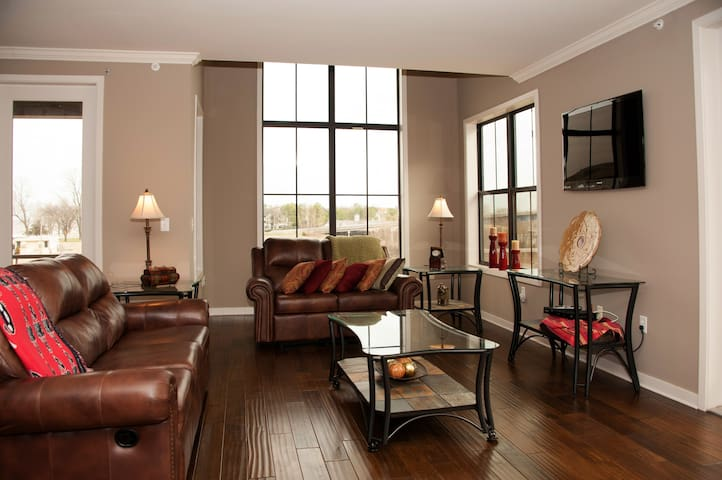BEST OF BEST DOWNTOWN ISLAND CONDO! - Memphis
