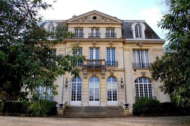 Grande chambre privée avec vue sur la Seine