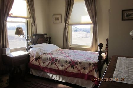 Historic Farmhouse Quilt Room - Monrovia
