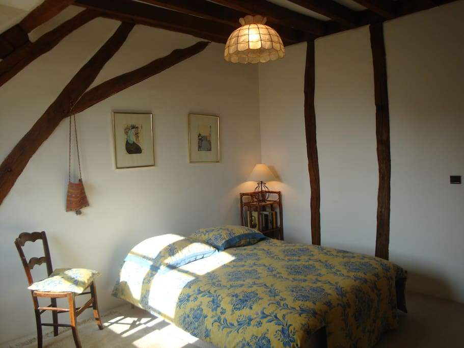 Double-bed guest bedroom