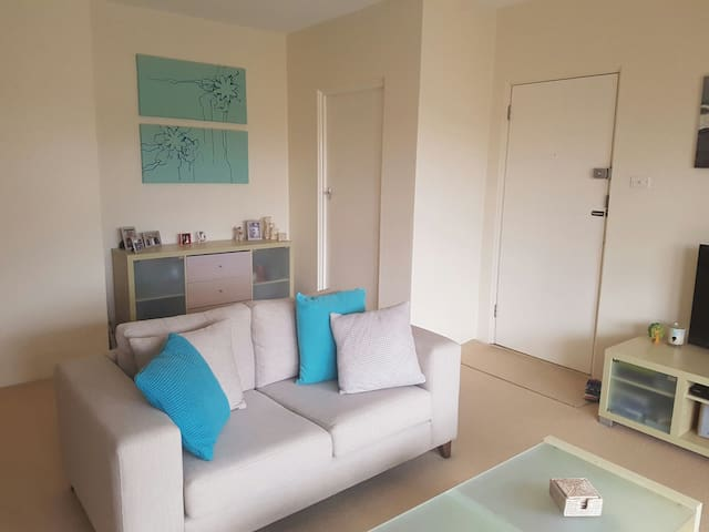 Light and Airy One Bedroom Unit - Balgowlah - Departamento