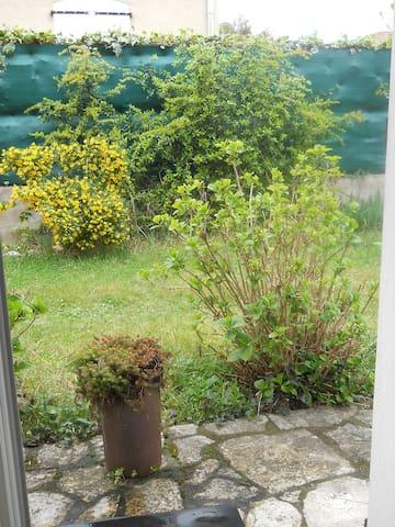 Vue sur le jardin (Porte fenêtre)