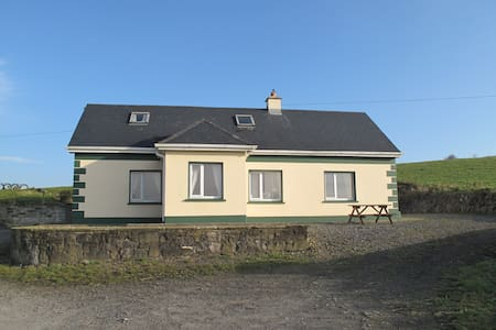 Stunning Burren Farmhouse, sleeps 8 - Kilfenora