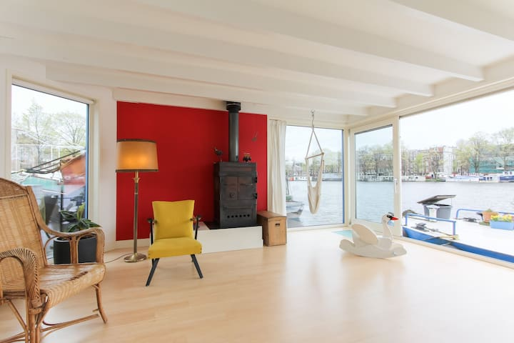 Spacious Houseboat on the Amstel