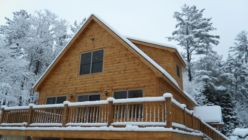 Cozy Log Style Chalet with Hot Tub - Bethel - Dům