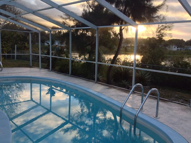 Tropical Waterfront Sanctuary - New Port Richey - Casa