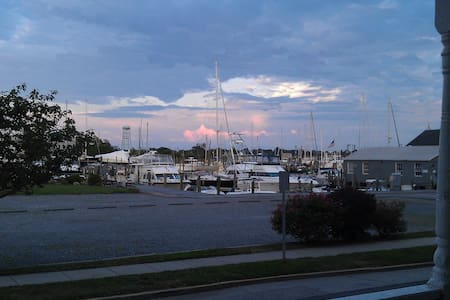 Downtown Mystic With River Views - Groton - Appartement