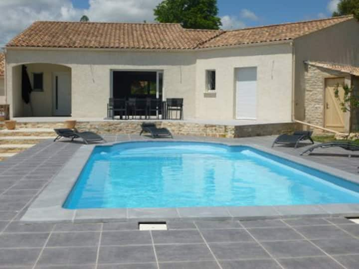 VILLA 4* luxueuse piscine, climatisée Proche UZES