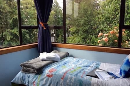 Free breakfast & wifi. Cosy room near mall & park. - Christchurch - Haus