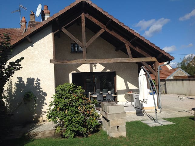 Maison dans petit village calme