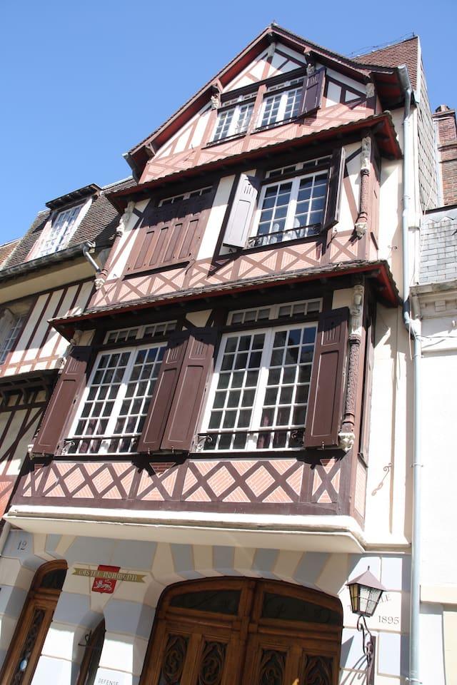 Maison anglo-normande sur 3 étages