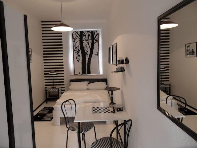 black&white room @artistcommunity - Dohna - Castelo