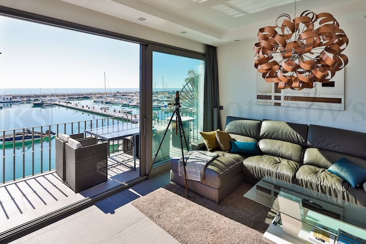 Luxurious Apartment in first line of Puerto Banús
