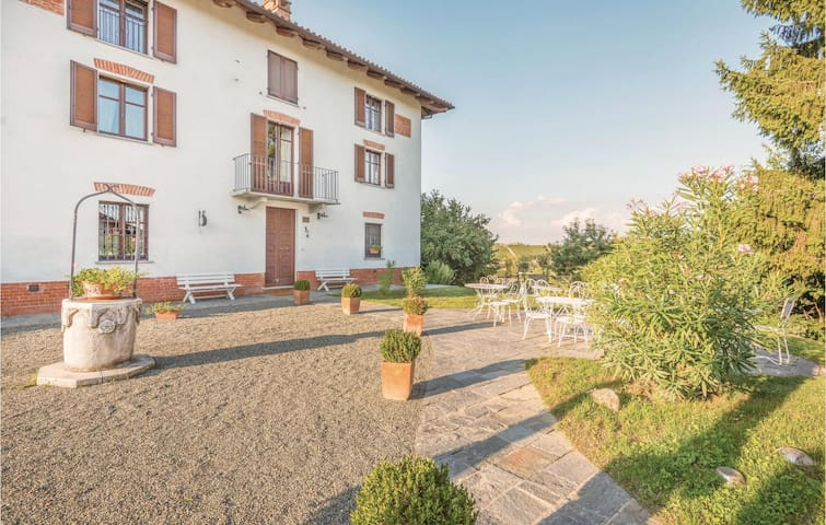 Semi-Detached with 5 bedrooms on 650m² in Nizza Monferrato (AT)