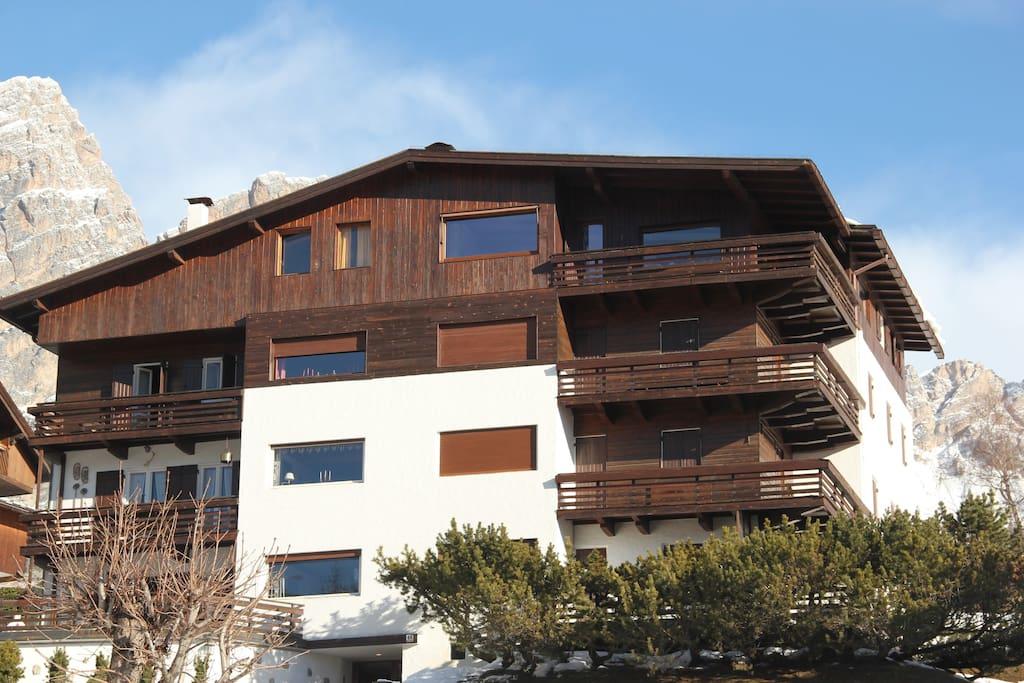 Grande attico con vista tofane appartamenti in affitto a for Appartamenti cortina affitto