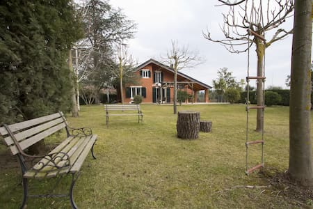 SUNNY VILLA WITH LARGE GARDEN CLOSE TO THE BEACHES - Garlenda - Villa