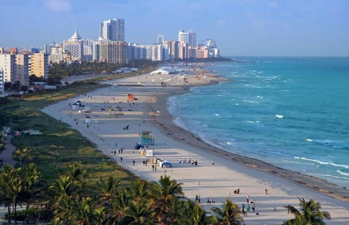 Couple's Paradise! Comfy King Unit, Walk to Beach