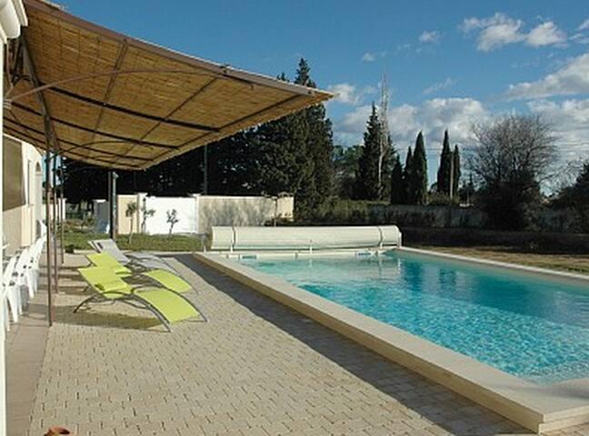 Villa-Piscine-10-15 pers-(18 pers- 2 toits poss) - Arlés - Villa