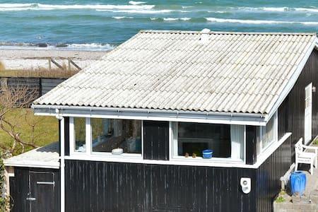 Prettig vakantiehuis in Hasmark met zeezicht