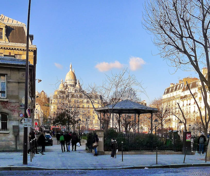 View from avenue trudaine after 2 hours of snow (same block, 30 meters from the building