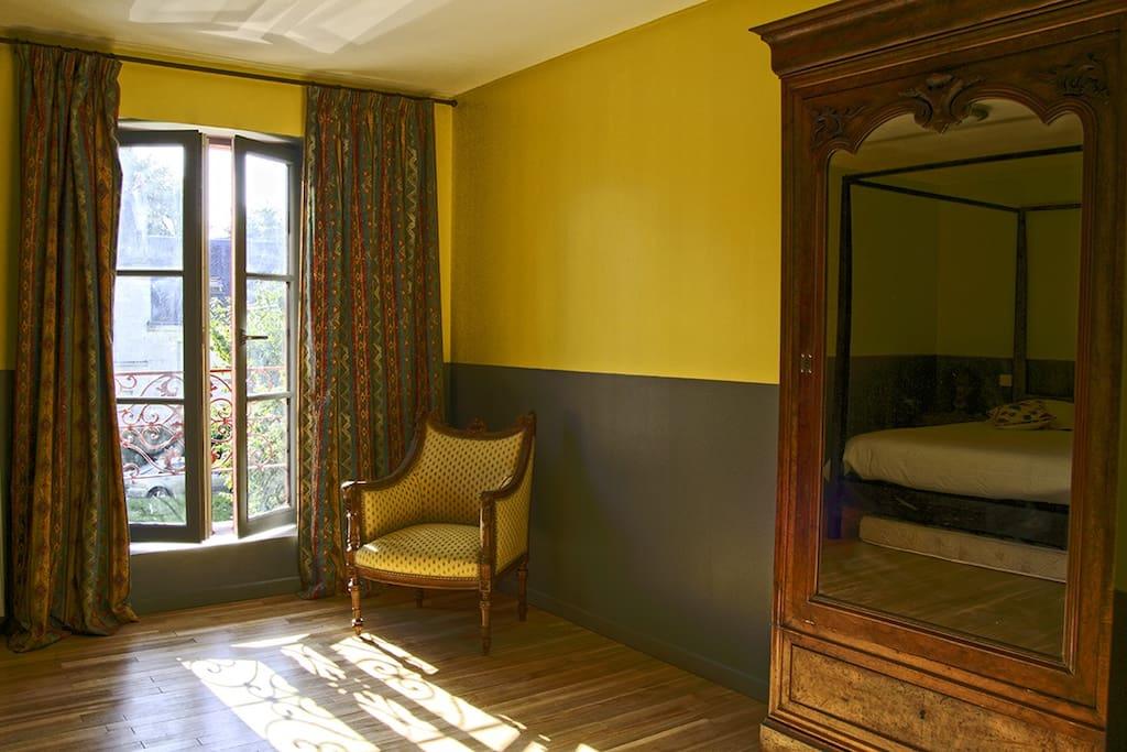 La chambre jaune 2 pas du ch teau chambres d 39 h tes for Azay le rideau chambre d hote