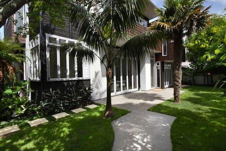 A Modern Quiet Retreat 10min to CBD - Auckland - Casa