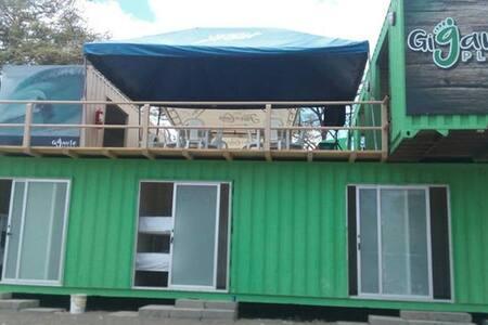 Gigante Place, 3D - Tola - Hostel
