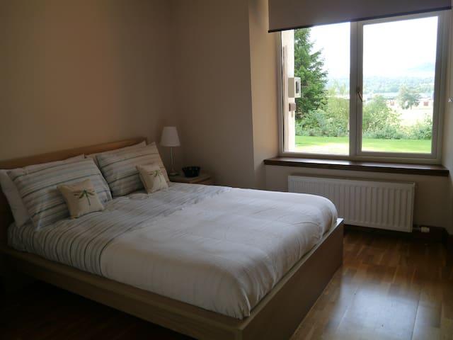 Double bedroom, kingsize bed