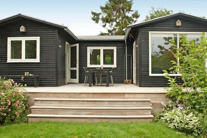 Moderna casa de vacaciones en Jaegerspris con terraza