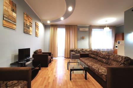2-ком квартира в центре с балконом