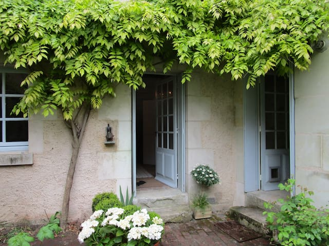 Escape!pretty stone house nr Le Mans,chateaus, FUN