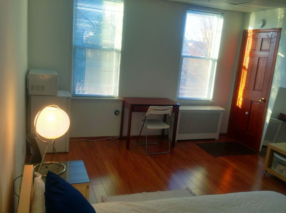 Lots of Bright Light & Venetian Blinds with West Facing Windows