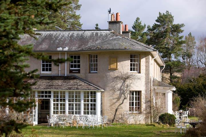 Inshriach - Edwardian Country House