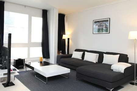 Top location 1 block from the lake! - Geneva - Apartment