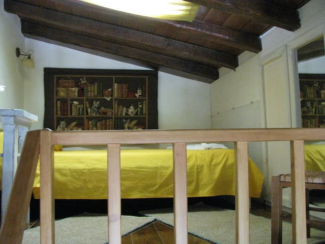 Elia studio, the double bed and the ceiling window