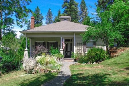 Quaint and Charming Victorian Bungalow - Grass Valley - Bungalow