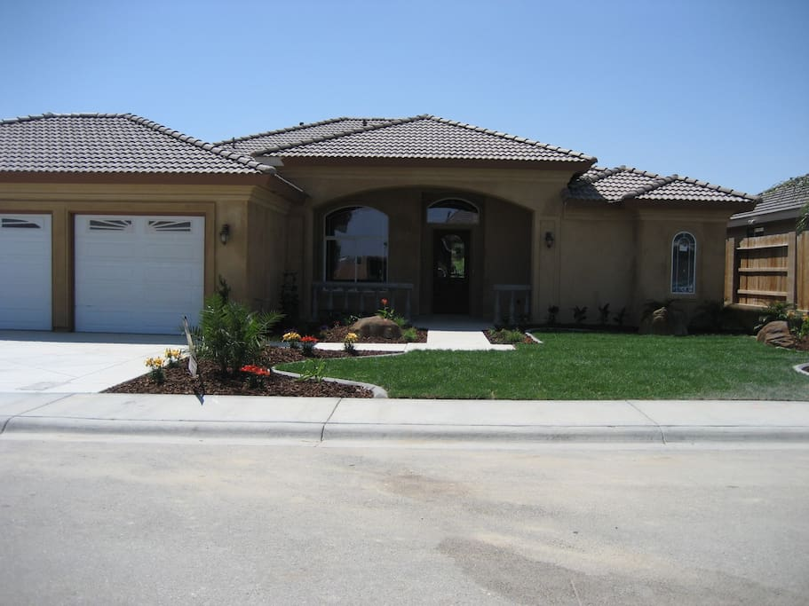Front of house, old pic, now the palms are huge