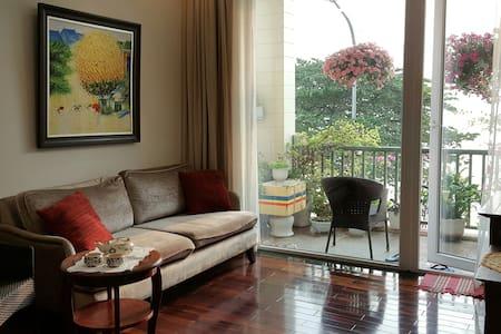 Elegant lakeside bedroom with beautiful interior - Hanói - Departamento